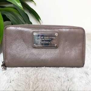 Mark Jacobs Grey Classic Q long trifold wallet